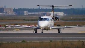 Ιδιωτικό αεριωθούμενο αεροπλάνο στον ανώτερο υπάλληλο απόθεμα βίντεο