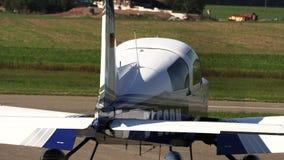 Ιδιωτικό παλαιό αεροπλάνο που παίρνει έτοιμο για την έναρξη απόθεμα βίντεο