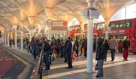 Διεθνή τραίνο Stratford και υπόγειο μετρό, μια από τη μεγαλύτερη σύνδεση μεταφορών του Λονδίνου και του UK Στοκ φωτογραφία με δικαίωμα ελεύθερης χρήσης