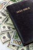Ιερά Βίβλος και χρήματα Στοκ Εικόνα