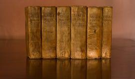ιερά λατινικά 1700 Βίβλων γ Στοκ Εικόνα