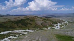 Ιερή κοιλάδα της ειρήνης Ukok με τα βουνά απόθεμα βίντεο