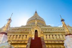 Ιερή παγόδα Shwezigon στη archeological περιοχή Bagan Στοκ εικόνες με δικαίωμα ελεύθερης χρήσης