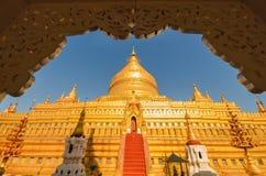 Ιερή παγόδα Shwezigon στη archeological περιοχή Bagan Στοκ Εικόνα