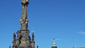 Ιερή στήλη τριάδας στο κύριο τετράγωνο της παλαιάς πόλης Olomouc, Δημοκρατία της Τσεχίας φιλμ μικρού μήκους