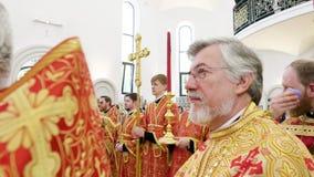Ιερείς που ακούνε τον πατριάρχη Kirill της Μόσχας και όλης της Ρωσίας φιλμ μικρού μήκους