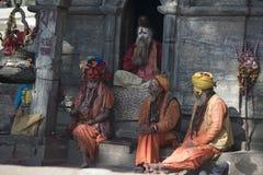 Ιεροί άνθρωποι στην Ινδία, Varanasi Το Δεκέμβριο του 2017 puja στοκ φωτογραφία