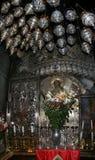 Ιερουσαλήμ, Ισραήλ, 06 07 2007 εικονίδιο με την εικόνα του Ιησούς Χριστού με τα κεριά και τα λουλούδια μπροστά από την μέσα στο ν στοκ φωτογραφία με δικαίωμα ελεύθερης χρήσης