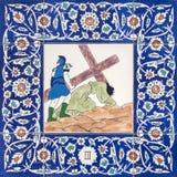 Ιερουσαλήμ - ο κεραμικός κεραμωμένος σταθμός του διαγώνιου τρόπου στην εκκλησία αγγλικανών του ST George Πτώση του Ιησού κάτω από στοκ εικόνα με δικαίωμα ελεύθερης χρήσης