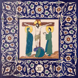 Ιερουσαλήμ - ο κεραμικός κεραμωμένος σταθμός του διαγώνιου τρόπου στην εκκλησία αγγλικανών του ST George σταύρωση Ιησούς στοκ φωτογραφία με δικαίωμα ελεύθερης χρήσης