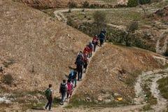 Ιερουσαλήμ - 10 04 2017: Οδοιπορία ομάδας ανθρώπων στα mountais Στοκ φωτογραφία με δικαίωμα ελεύθερης χρήσης