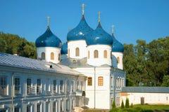 Ιερός διαγώνιος καθεδρικός ναός, μοναστήρι του ST George τον Ιούλιο σε ένα ηλιόλουστο βράδυ novgorod Ρωσία veliky στοκ φωτογραφία με δικαίωμα ελεύθερης χρήσης
