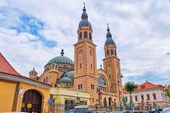 Ιερός καθεδρικός ναός Catedrala Sfanta Treime DIN Sibiu, μπροστινή πλευρά τριάδας όπως βλέπει από τις οδούς πόλεων στοκ φωτογραφία με δικαίωμα ελεύθερης χρήσης