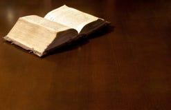 ιερός παλαιός βιβλίων Βίβ&lambd στοκ φωτογραφία με δικαίωμα ελεύθερης χρήσης