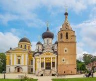 Ιερό μοναστήρι υπόθεσης σε Staritsa Στοκ Φωτογραφίες