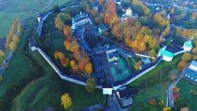 Ιερό μοναστήρι Dormition Pskov-Pechersk, εναέριο βίντεο ημέρας Οκτωβρίου Pechora, Ρωσία φιλμ μικρού μήκους