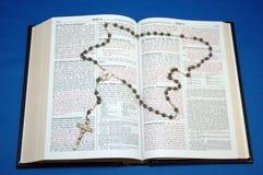 ιερό rosary Βίβλων Στοκ Εικόνα