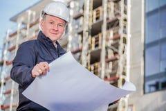 Διευθυντής κατασκευής με τα σχεδιαγράμματα Στοκ Φωτογραφία