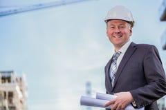 Διευθυντής κατασκευής με τα σχεδιαγράμματα Στοκ φωτογραφία με δικαίωμα ελεύθερης χρήσης