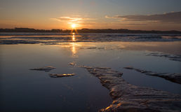 Ιζήματα στο φράγμα στον ποταμό Δούναβη - ηλιοβασίλεμα Στοκ Εικόνες