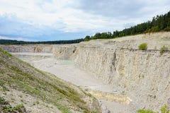 Ιζηματώδεις βράχοι σε ένα λατομείο ασβεστόλιθων Στοκ εικόνες με δικαίωμα ελεύθερης χρήσης
