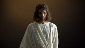 Ιησούς στην κορώνα των αγκαθιών που κοιτάζει στη κάμερα, τιμωρία για τ απόθεμα βίντεο