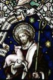 Ιησούς Χριστός ο καλός ποιμένας στο λεκιασμένο γυαλί Στοκ Εικόνες