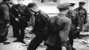 ΙΙ πολεμικός κόσμος Γερμανικοί στρατιώτες αιχμαλώτων πολέμου απόθεμα βίντεο