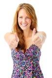 Ικανοποιημένη γυναίκα με δύο αντίχειρες επάνω στοκ φωτογραφία με δικαίωμα ελεύθερης χρήσης