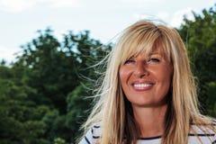 ικανοποιημένη ώριμη γυναίκ& Στοκ Φωτογραφίες