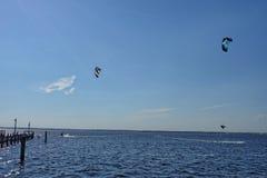 Ικτίνος που κάνει σερφ από την ακτή του Τζέρσεϋ Στοκ φωτογραφία με δικαίωμα ελεύθερης χρήσης