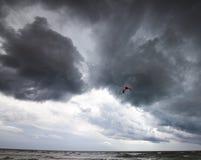 Ικτίνος δύναμης στη θάλασσα και τον ουρανό θύελλας Στοκ φωτογραφία με δικαίωμα ελεύθερης χρήσης