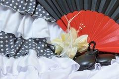 Ιματισμός για Flamenco με τον κόκκινο και μαύρο ανεμιστήρα Στοκ εικόνα με δικαίωμα ελεύθερης χρήσης