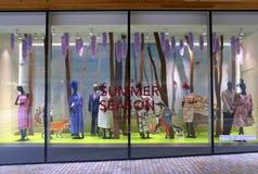 Ιματισμός θερινής μόδας στην επίδειξη στο πολυκατάστημα Fenwick Στοκ φωτογραφίες με δικαίωμα ελεύθερης χρήσης