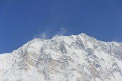 Ιμαλάια Annapurna ένα, αιχμή βουνών χιονιού στο μπλε ουρανό, Νεπάλ Στοκ εικόνα με δικαίωμα ελεύθερης χρήσης