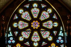 Ινδιανάπολη: Το Μάρτιο του 2018 Circa: Το ροδαλό παράθυρο στην ιερή καθολική εκκλησία καρδιών Αυτή η κοινότητα καθιερώθηκε το 187 Στοκ εικόνα με δικαίωμα ελεύθερης χρήσης