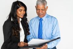 Ινδικά επιχειρηματίας και άτομο στην εργασία στοκ εικόνες