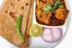 Ινδικά τρόφιμα - Chapati & κοτόπουλο Στοκ Εικόνες