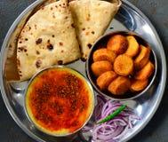 Ινδικές χορτοφάγες sabji και σαλάτα roti γεύμα-DAL Στοκ φωτογραφία με δικαίωμα ελεύθερης χρήσης