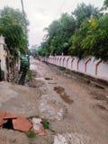 Ινδικοί του χωριού δρόμοι στο μουσώνα στοκ φωτογραφίες με δικαίωμα ελεύθερης χρήσης