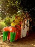 Ινδικός του χωριού Θεός των αγαλμάτων αλόγων σε έναν του χωριού ναό σύνθετο Στοκ Φωτογραφίες