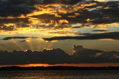 Ινδικό ηλιοβασίλεμα ποταμών κατά μήκος της ατλαντικής ακτής της Φλώριδας ` s Στοκ Φωτογραφίες
