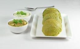 Ινδικό τηγανισμένο σπανάκι ψωμί Poori Palak Στοκ Φωτογραφία