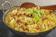 Ινδικό Basmati ρύζι Pilau στη σκοτεινή ανασκόπηση Στοκ φωτογραφίες με δικαίωμα ελεύθερης χρήσης