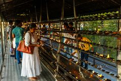 ινδοί άνθρωποι στο θρησκευτικό ναό, Ασία Στοκ Εικόνες