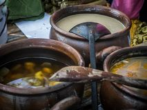 Ινδονησιακή παραδοσιακή λιχουδιά τροφίμων kolak pisang γλυκιά μπανάνα με τη ζάχαρη φοινικών στοκ φωτογραφίες με δικαίωμα ελεύθερης χρήσης