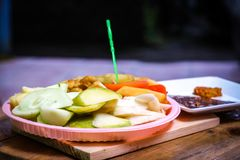 Ινδονησιακό παραδοσιακό πρόχειρο φαγητό, manis Rujak: Ινδονησιακή ορθογραφία, έκδοση 4 Στοκ φωτογραφία με δικαίωμα ελεύθερης χρήσης
