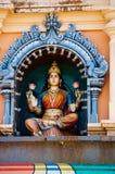 Ινδές θεότητες αγαλμάτων στη στέγη του ναού μέσα στις σπηλιές Batu Σπηλιές Batu - ένα συγκρότημα των σπηλιών ασβεστόλιθων στη Κου Στοκ Φωτογραφίες