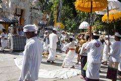 Ινδή τελετή, γυναίκες που χορεύει σε μια έκσταση, μέσα - Nusa Penida, Ινδονησία Στοκ Εικόνα
