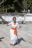 Ινδή τελετή, γυναίκες που χορεύει σε μια έκσταση, - Nusa Penida, Ινδονησία Στοκ Φωτογραφία